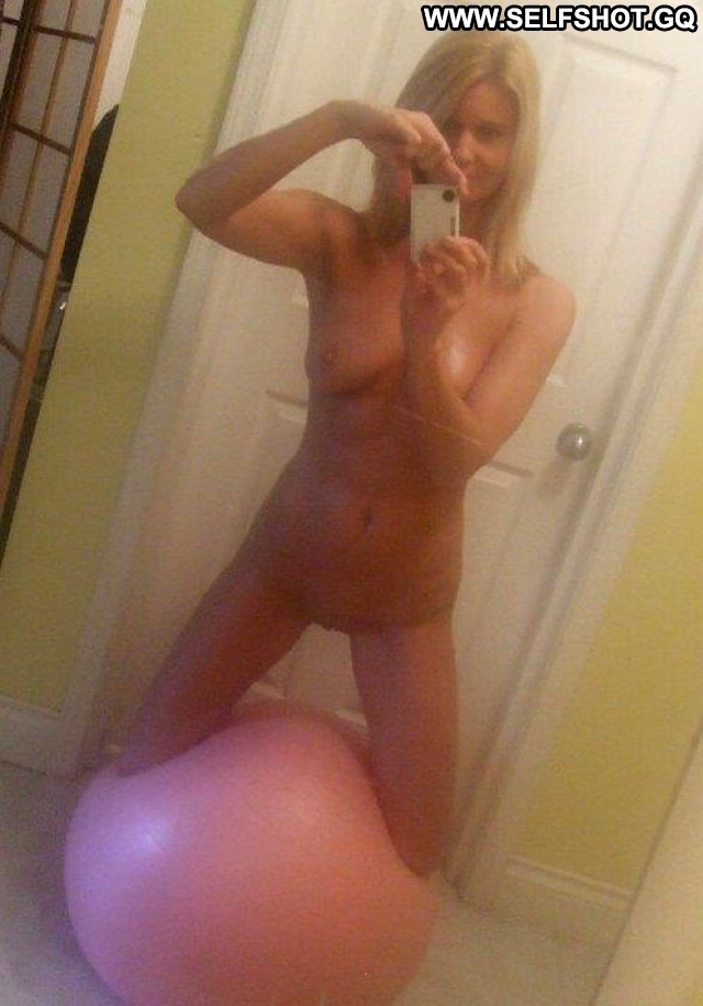 Cailyn Stolen Pictures Cute Pussy Amateur Self Shot Beautiful Selfie