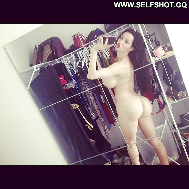 sexy-amy-anderson-selfshot-young-boys-naked-butts