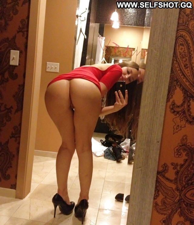 Nadia Private Pictures Curvy Brunette Hat Babe Ass Self Shot